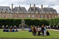 Place des Vosges -  meeting place in the neighborhood