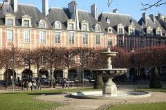 Place des Vosges -  Fountain @ Square Louis XIII @ Place des Vosges @ Marais @ Paris