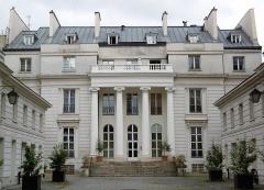 Hôtel Chéret ou Akermann - Français:   Hôtel Chéret façade 1er cour
