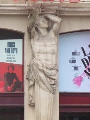 Théâtre de la Porte-Saint-Martin - Français:   Un des atlantes du théâtre de la Porte-Saint-Martin à Paris Xe.