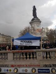 Métropolitain, station République - Français:   Nuit debout Assemblée générale chaque jour.  Que revive la commune.  Démocratie t\'es ou?  République