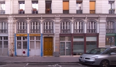 Immeubles - English: Lower floors of the building, 8 rue des Immeubles-Industriels, Paris XIe arrondissement, France.
