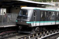Métropolitain, station Bastille - English:   MP 89 on Bastille station of Paris Metro