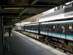 Métropolitain, station Bastille -  Station Bastille, ligne 1 du métro de Paris, France.