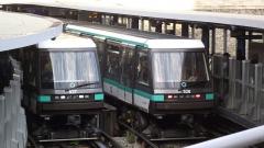 Métropolitain, station Bastille - English:   Automatic metro line 1 in Bastille