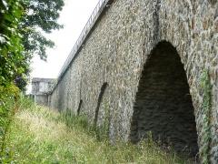 Ancien aqueduc des eaux de Rungis ou aqueduc Médicis (également sur communes de Rungis, Arcueil, Fresnes, Cachan, L'Hay-les-Roses, Gentilly, dans le Val-de-Marne) -  Aqueduc de la VANNE