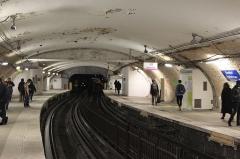 Métropolitain, station Denfert-Rochereau -  Vue des quais décarrossés de la station du métro parisien Denfert-Rochereau sur la ligne 4.