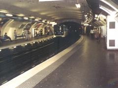 Métropolitain, station Denfert-Rochereau - Deutsch: Pariser Metro im Bahnhof Denfert Rochereau