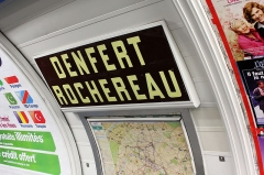 Métropolitain, station Denfert-Rochereau - Deutsch: Paris Metro 4 Denfert Stationsschild