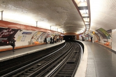 Métropolitain, station Denfert-Rochereau -  Vue des quais de la station Denfert-Rochereau de la ligne 6 du métro de Paris, en direction de Nation.