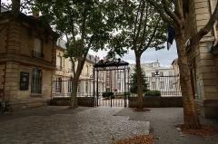 Ecole Jean-Baptiste Say - Français:   Lycée Jean-Baptiste-Say, rue d\'Auteuil (Paris, 16e).