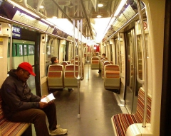 Métropolitain, station Dauphine -  Intérieur de la nouvelle rame de la ligne 2