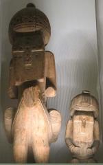 Musée Guimet -  Afghanistan, idoli kafir con cavaliere e dinna seduta, da kafiristan, XIX sec