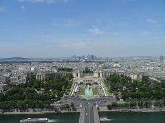 Palais de Chaillot - Français:   Le palais Chaillot et la Défense vus du deuxième étage de la tour Eiffel à Paris (Île-de-France, France).