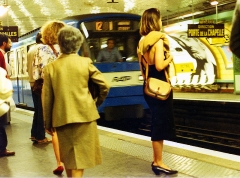 Métropolitain, station Abbesses - English: Paris Metro in 1987.