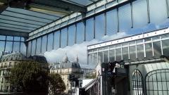 Métropolitain, station Barbès-Rochechouart - Français:   Vue de la colline Montmartre et du Sacré Coeur depuis les quais de la ligne 2 du métro Barbès-Rochechouart