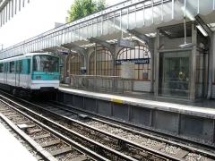 Métropolitain, station Barbès-Rochechouart -  Metro de Paris Ligne 2 Station Barbes Rochechouart  Lieu: Paris, France Date: Juin 2006 Auteur:  Pline photo personnelle