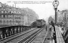 Métropolitain, station Barbès-Rochechouart - Français:   Carte postale, Métro de Paris, Ligne 2 Nord, vers 1905, domaine public