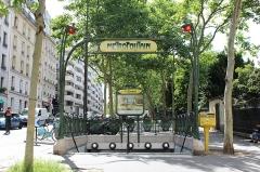 Métropolitain, station Botzaris - Français:   Entrée de la station de métro Botzaris, Paris.