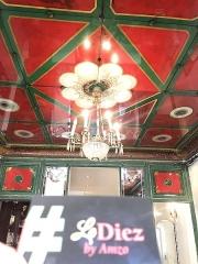 Charcuterie - Français:   Voici le plafond d'epoque du Restaurant \
