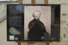 Auberge Ganne - English: Picture of Camille Corot by Pierre Petit in front of the town hall of Marcoussis, France.