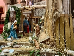 Eglise Saint-Louis -  The crib in the Saint-Louis\' church: Jesus is not yet born, but the sheep have preceded the shepherds! The magis are already there...