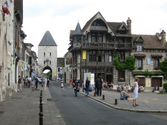 Portes de Paris et de Bourgogne - Nederlands: Een straat in Moret-sur-Loing
