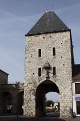 Portes de Paris et de Bourgogne - English:  Gate of Samois, view fron yhe street Grande.