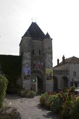 Portes de Paris et de Bourgogne - English:  Gate of Samois, view fron the Jean-Jaurès street.