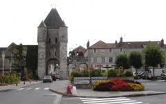Portes de Paris et de Bourgogne -  Moret sur Loing, porte médiévale