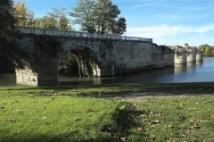 Pont sur la Seine (également sur commune de Poissy) - Deutsch: Alte Brücke in Poissy im Département Yvelines (Île-de-France/Frankreich)