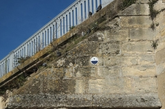 Pont sur la Seine (également sur commune de Poissy) - Deutsch: Alte Brücke in Poissy im Département Yvelines (Île-de-France/Frankreich), Hochwasserstand von 1910