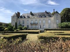 Château de Louveciennes - Français:   Château de Louveciennes (78) vu du côté du parc