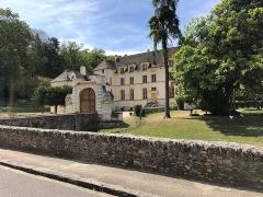 Château du Pont - Français:   Château du Pont à Louveciennes (78) vu de la façade nord