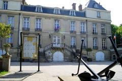 Château des Lions -  La mairie de Le Port-Marly dans les Yvelines