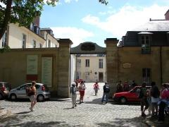 Domaine national : Hôtel des Menus-Plaisirs - Français:   Entrée de l\'Hôtel des Menus Plaisirs du 22 avenue de Paris Versailles