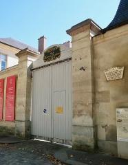 Domaine national : Hôtel des Menus-Plaisirs - Français:   Hôtel des Menus Plaisirs, 22 avenue de Paris (Versailles).