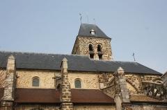 Eglise Saint-Clément - Deutsch: Katholische Pfarrkirche Saint-Clément in Arpajon im Département Essonne (Île-de-France), Südfassade und Turm