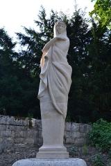 Domaine national de Saint-Cloud (également sur communes de Sèvres, Ville-d'Avray, Marnes-la-Coquette) - Dans le Parc de Saint Cloud. Statue.