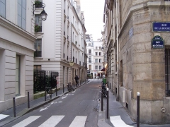 Immeuble - English: View of the street in Paris
