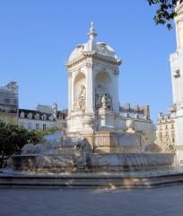 Fontaine du 19e siècle -  Saint-Sulpice Fountain - Paris.
