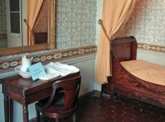 Immeuble -  La chambre de l'appartement d'Auguste Comte (philosophe, 1798- 1857), 10 rue Monsieur le Prince à Paris.