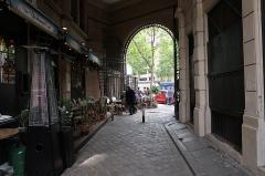 Passage de la Cour du Commerce Saint-André (voir aussi : Enceinte de Philipe-Auguste) - Français:   Cour du Commerce-Saint-André (Paris, 6e).
