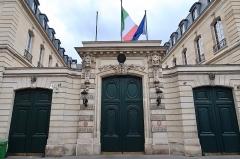 Hôtel de la Rochefoucauld-Doudeauville ou de Boisgelin - Français:   Hôtel de Boisgelin, 47 rue de Varenne (Paris, 7e). Siège de l\'ambassade d\'Italie en France.