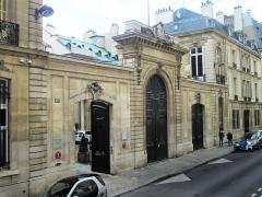 Hôtel de Pomereu - English: The Hôtel de Pomereu at 67 Rue de Lille, between Rue de Bellechasse and Rue de Poitiers, in the 7th arrondissement of Paris, France, is a historic hôtel particulier (townhouse).