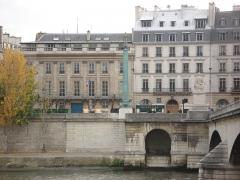 Hôtel de Tessé - English: Numéros 1 et 3 Quai Voltaire, VIIe arrondissement, Paris, France.