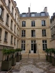 Immeuble -  immeuble du 9 rue de la Chaise à Paris aujourd'hui locaux de Sciences Po.