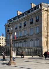 Hôtel Landolfo-Carcano, actuellement ambassade du Qatar - French Wikimedian, software engineer, science writer, sportswriter, correspondent and radio personality