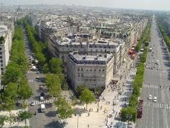 Hôtel Landolfo-Carcano, actuellement ambassade du Qatar -  Champs Elysees shot from Arc de Triomphe