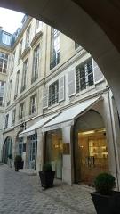 Immeuble - English: Paris - Rue Royale (September 2017)
